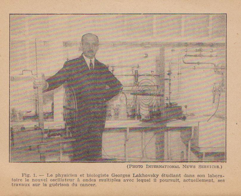 lakhovsky dans son laboratoire à Paris